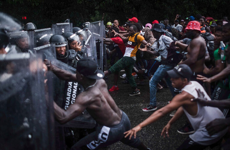 Migrantes rompen el cerco de la Guardia Nacional en Chiapas