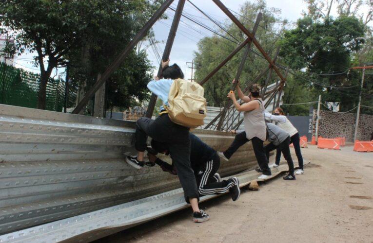 Bajo aviso no hay delito: vecinos de Xoco remueven tapiales de la constructora Mitikah (Ciudad de México)
