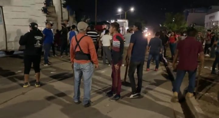 Se enfrentan comerciantes y policías municipales en mercado de Oaxaca