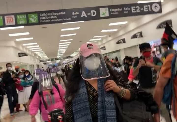 Escuadrón zapatista regresa a México después de cuatro meses de gira por Europa