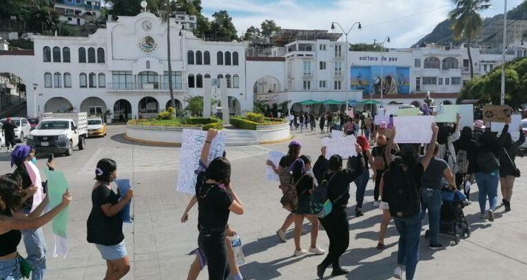 Exigen en Manzanillo justicia para Mayra, policías municipales habrían participado en su feminicidio (Colima)