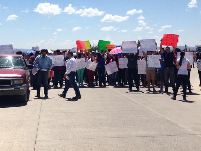 Con manifestación pacífica, ITSRLL realiza peticiones