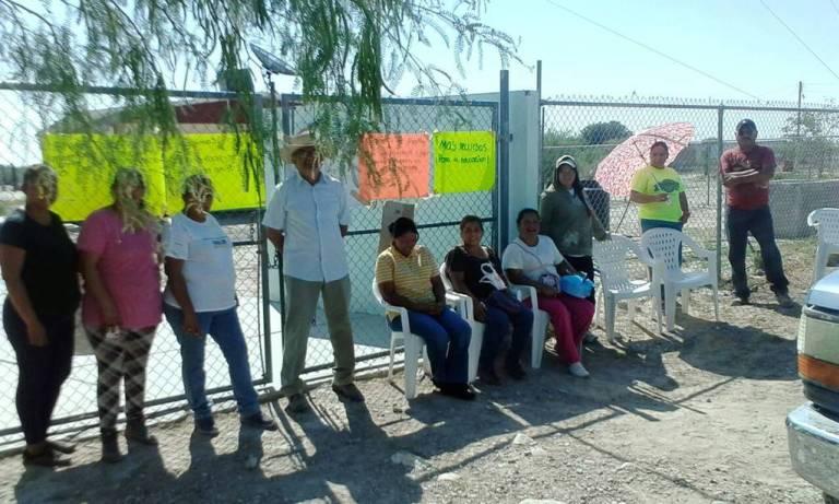 Padres toman dos telesecundarias (Durango)