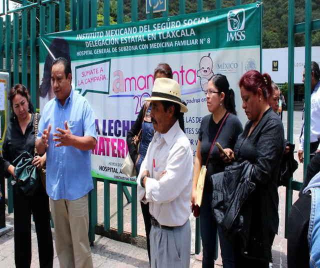 Se manifestaron trabajadores frente a las instalaciones de la Clínica 8 del IMSS Tlaxcala, en lucha por sus derechos laborales