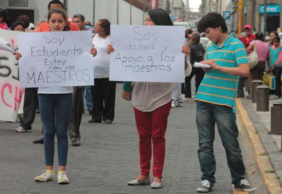Marchan maestros de la CNTE por Puebla y se solidarizan organizaciones