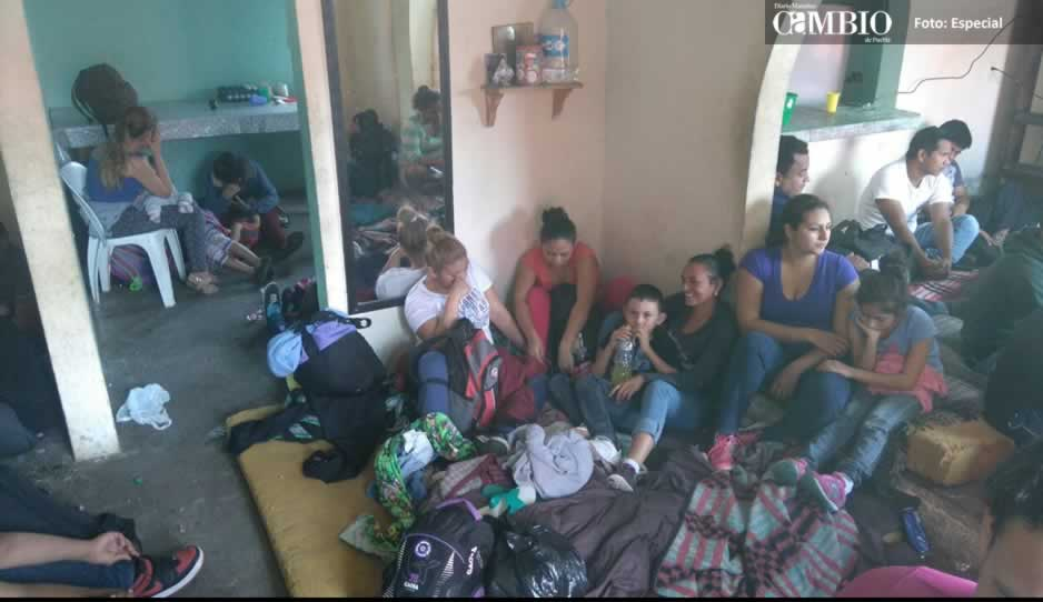 Ubican casa de seguridad con 90 migrantes retenidos en Puebla