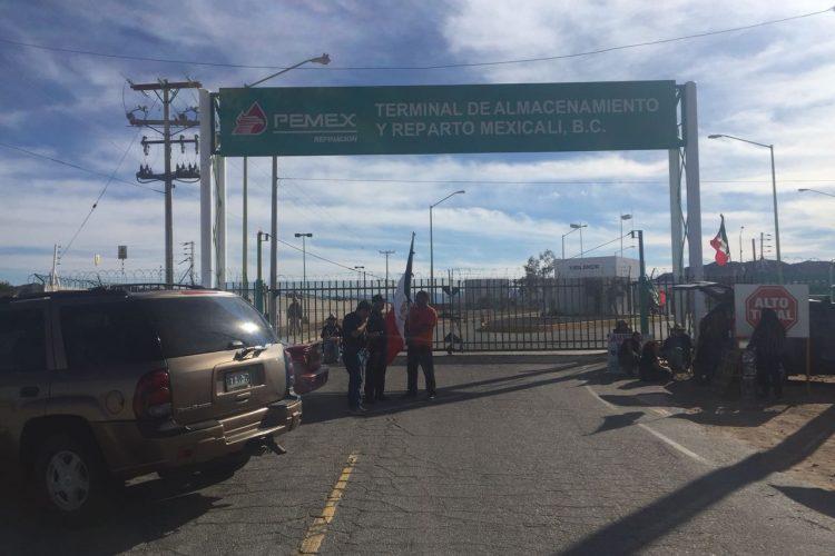 Toman instalaciones de Pemex, en Mexicali