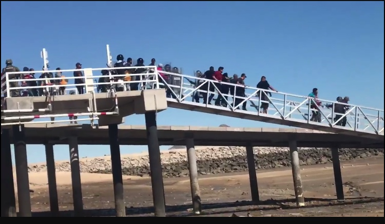 Se enfrentan pescadores contra autoridades federales en San Felipe (Baja California)