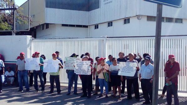 Bloquean ejidatarios oficinas para exigir el pago de sus tierras (Yucatán)