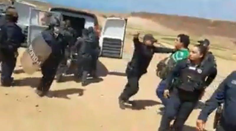 Siguen las horas negras en el Periodismo de BC; 3 reporteros sufren agresión de policías