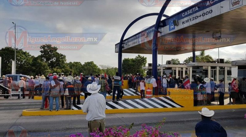 Ejidatarios toman caseta de cobro de la autopista Tepic-Mazatlán