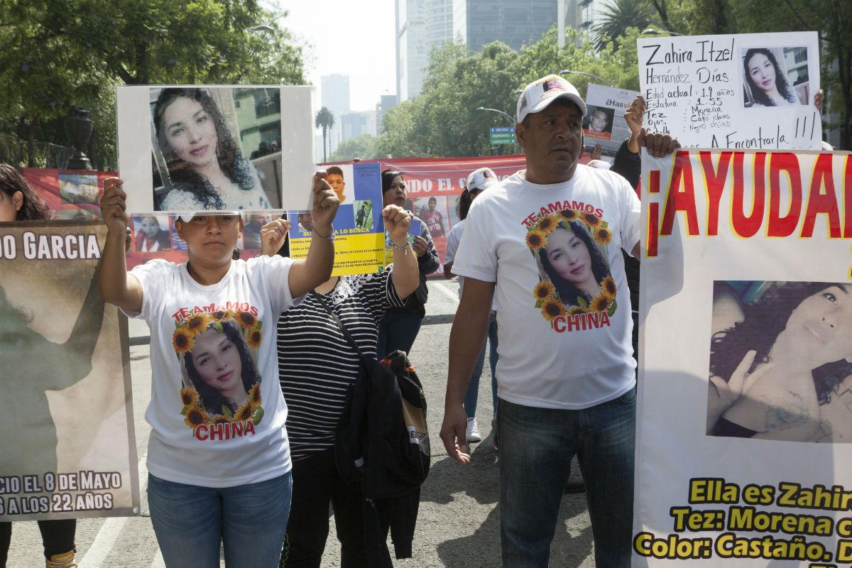 """""""¡Vivos se los llevaron, vivos los queremos!"""", exigen madres de desaparecidos en marcha por Reforma"""