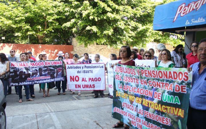 Jubilados de Yucatán reprueban ley de pago del ISSSTE