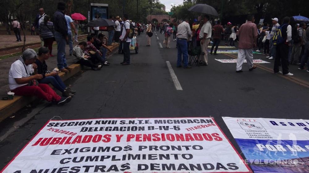 Jubilados inician plantón en Finanzas (Michoacán)