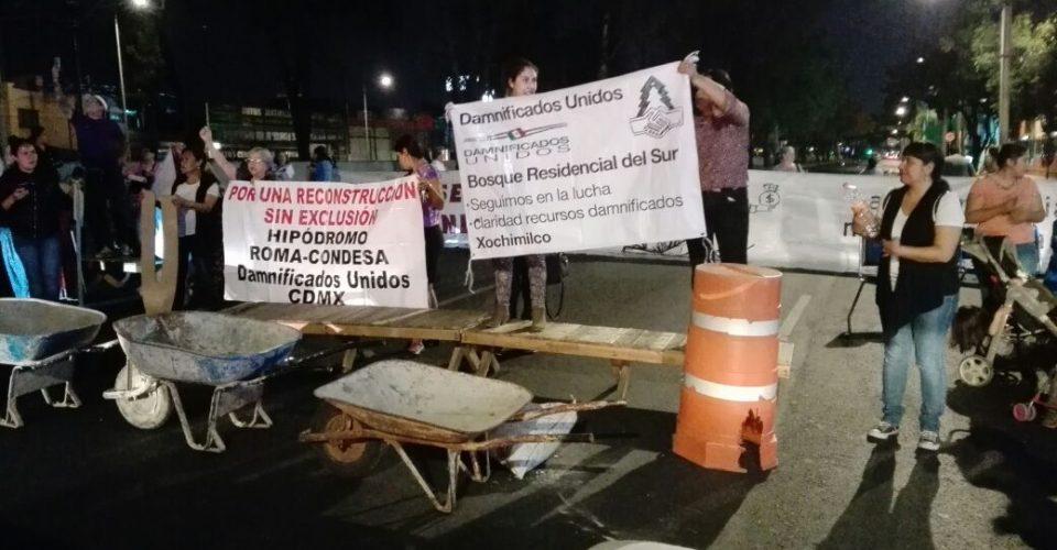 Damnificados montan campamento en calzada de Tlalpan; reclaman que autoridades cumplan con reconstrucción