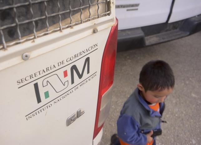 En México como en EU, niños migrantes con frecuencia son separados de sus familiares cuando son detenidos por el INM: Académica
