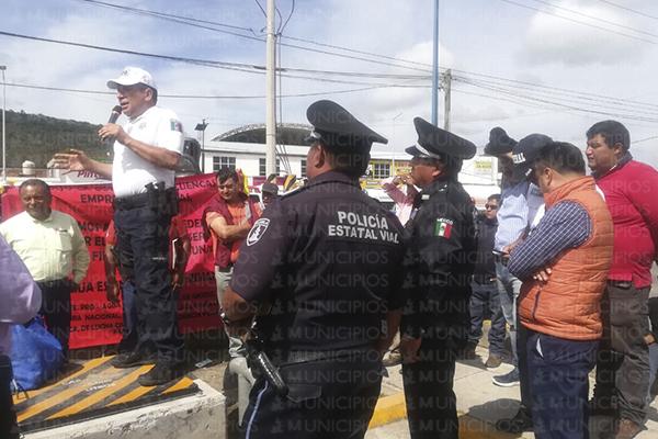 Bloquean piperos la Puebla-Tehuacán contra privatización de agua