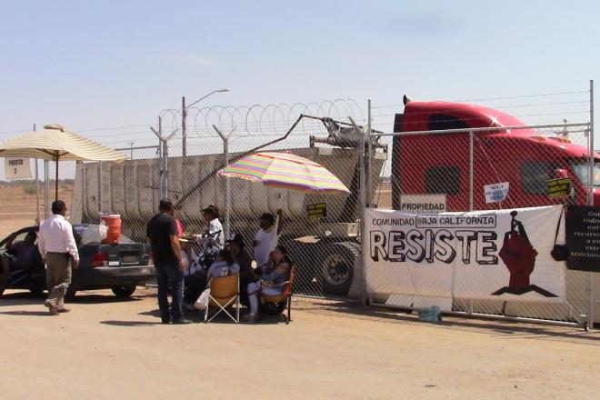 Se plantan frente a Constellation para exigir que muestre permisos (Baja California)