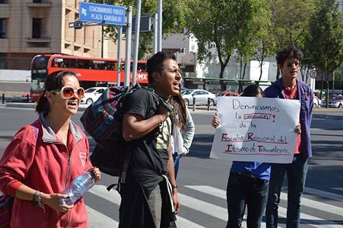 México: Continúa búsqueda del hermano desaparecido del artista oaxaqueño Lukas Avendaño