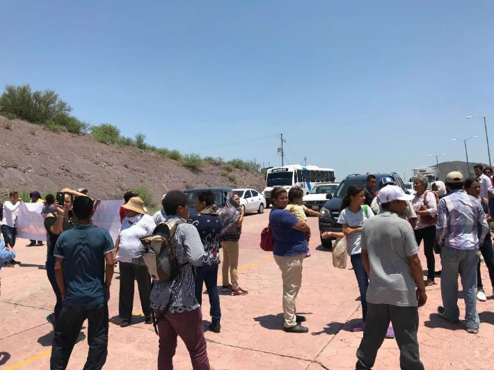 Cientos de personas cierran accesos a San Carlos en protesta por jóvenes desaparecidos (Sonora)