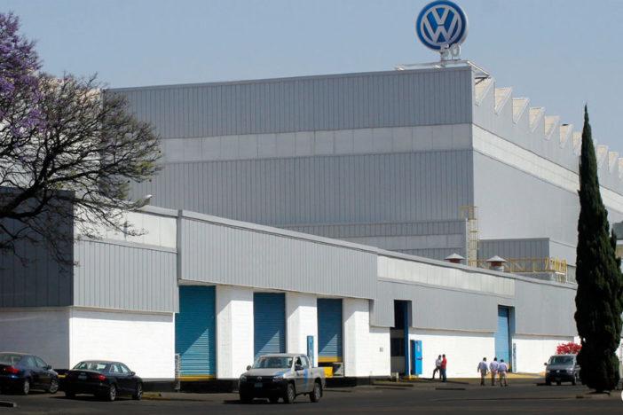 VW lanza bombas antigranizo para proteger sus vehículos y con ello afecta a miles de campesinos de Puebla