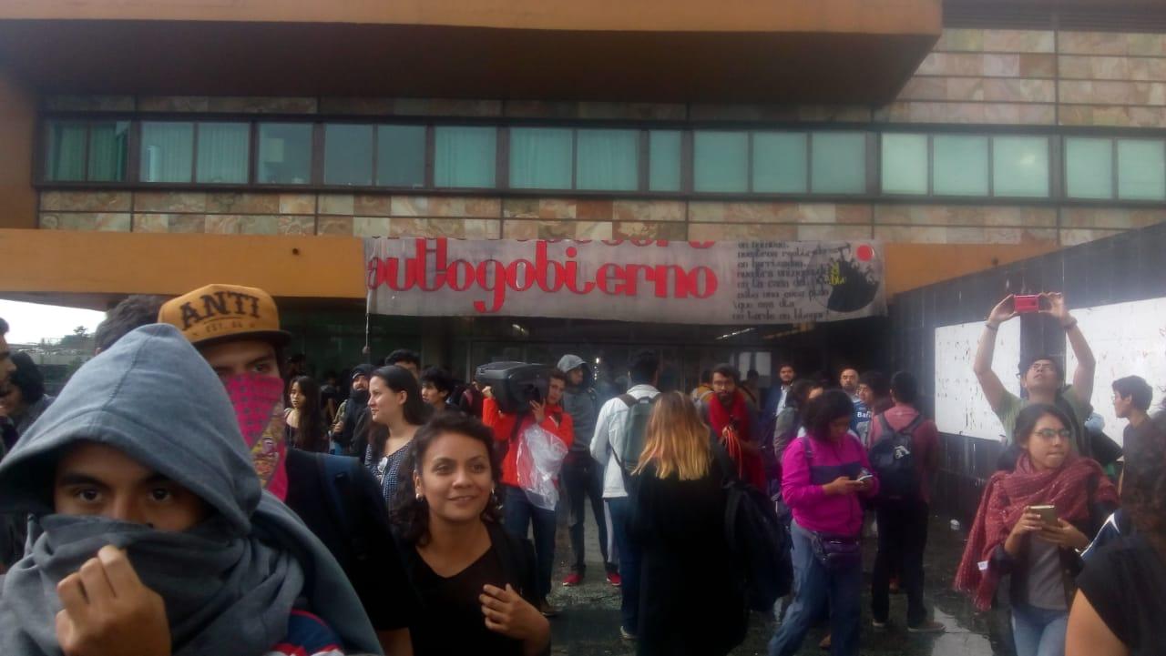 Contra la voluntad del rector, estudiantes de la UNAM entregan su pliego petitorio (CDMX)