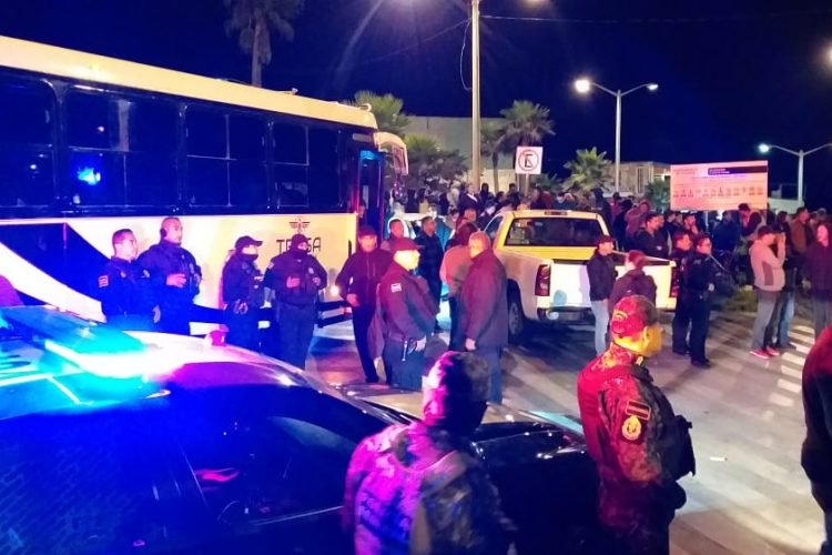 Agresiones a migrantes en Playas de Tijuana terminan con pedradas y agresiones a prensa