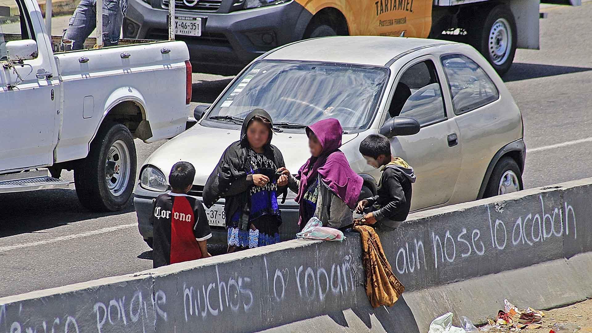 Rescatan a 61 niños en domicilio de Atzompa, Oaxaca