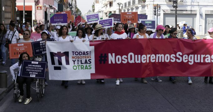 Mujeres marchan en Puebla para exigir alto a la violencia en su contra