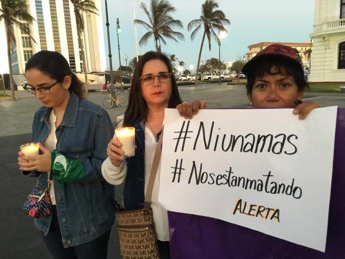 Realizan en Veracruz, marcha contra feminicidios