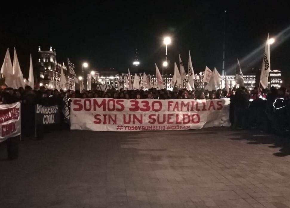 Bomberos protesta en Palacio Nacional por falta de pago
