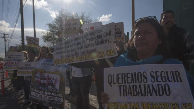 Protestan frente a Palacio Nacional por estancias infantiles (Guanajuato, Guerrero, Ciudad de México)
