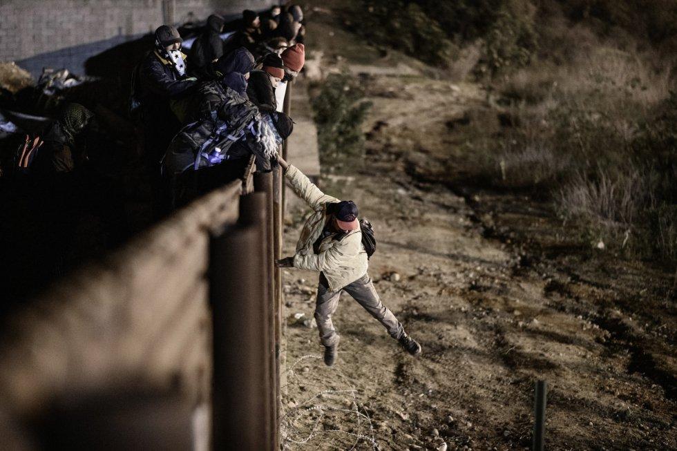 Migrantes que llegaron a BC sin Caravana son asaltados por bandas y autoridades mexicanas, denuncian hondureños (Baja California)