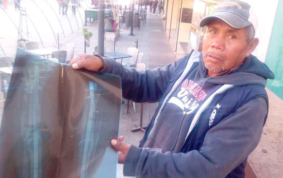 Impiden tocar al señor del acordeón en el Centro (Chihuahua)