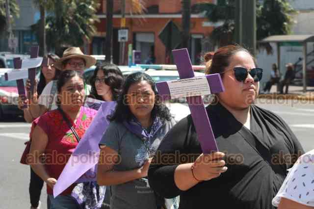 Salen a las calles de Orizaba para recriminar feminicidios en Veracruz