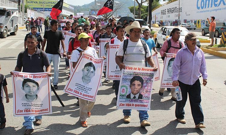 Exigen normalistas al Ejército entregar la información de la desaparición de los 43
