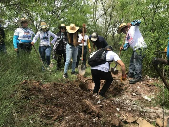 Guerreras hallan cinco osamentas en Cajeme (Sonora)