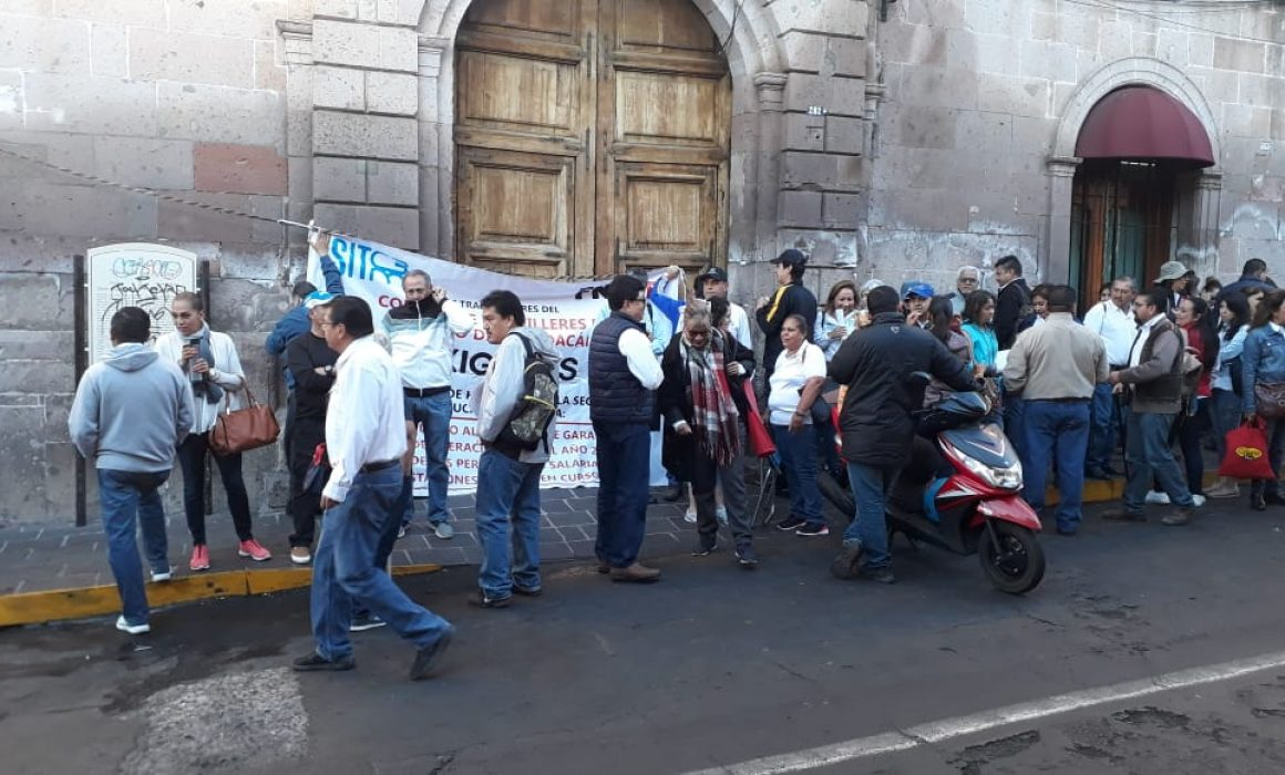 Sitcbem protesta en el SAT en demanda de prestaciones y salarios  (Michoacán)