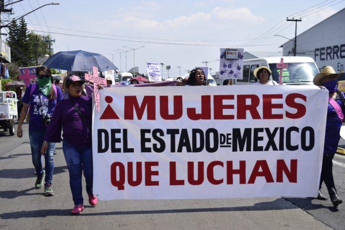 Mujeres de Ecatepec se manifiestan contra la violencia feminicida (Estado de México)
