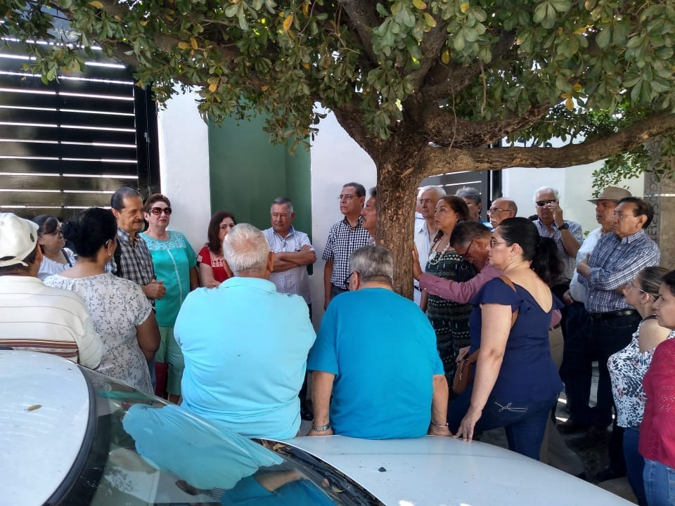 Jubilados y Pensionados del gobierno del estado exigen al TAE resolver sus demandas (Colima)