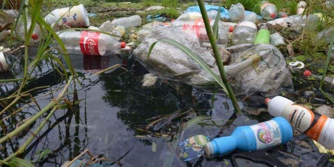 Se ahoga Tabasco en basura plástica