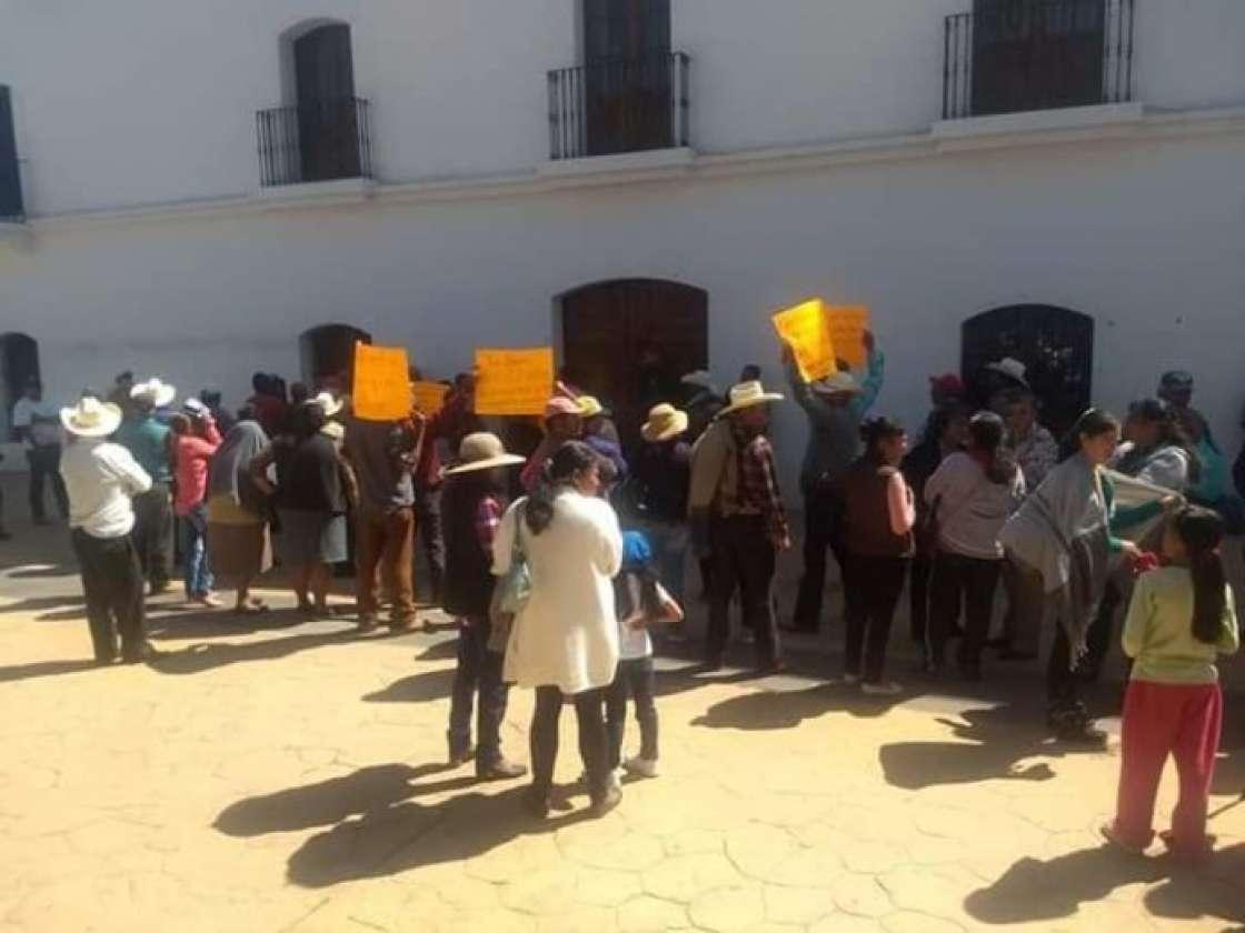 Con toma de instalaciones de alcaldía, exigen servicio de pozo de agua potable (Hidalgo)