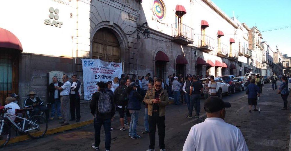 Nuevamente Sindicato de Bachilleres protesta en SAT (Michoacán)