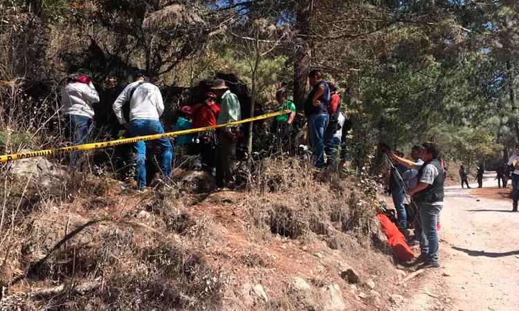 Mamás de desaparecidos hallaron así restos en cueva de Guerrero