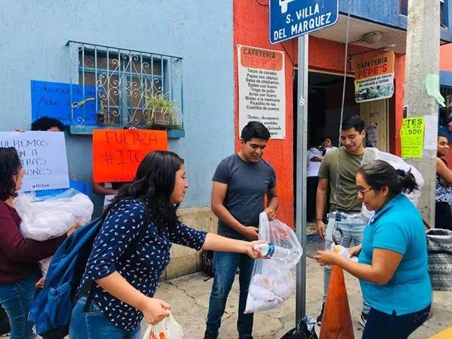 Estudiantes del ITO continúan su lucha; ahora regalan comida en el IMSS de Oaxaca