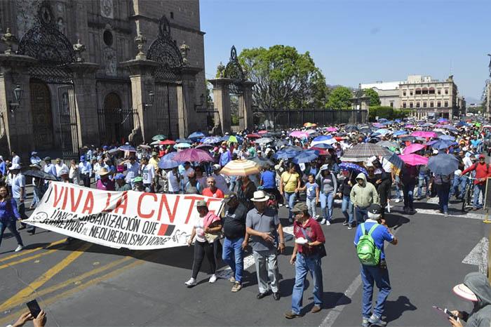 CNTE protesta en Centro Histórico de Morelia, Michoacán