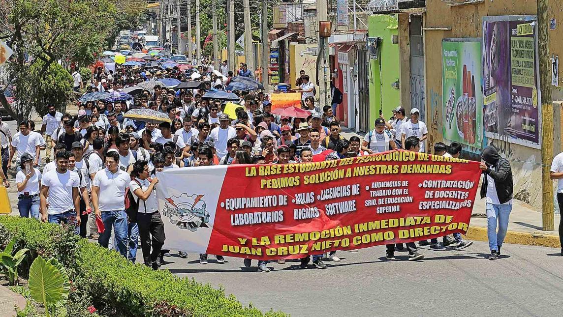 Marcha ejemplar de alumnos del ITO en Oaxaca