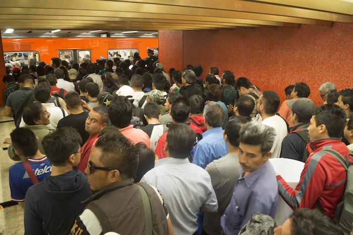 """Más de 13 mil millones sacaron a la CdMx para """"mejorar el Metro"""". No pasó. Hoy está peor que nunca"""