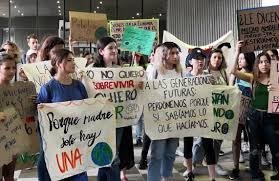 """Protesta colectivo """"Yo Respiro Monterrey"""" para exigir acciones contra la contaminación (Nuevo León)"""