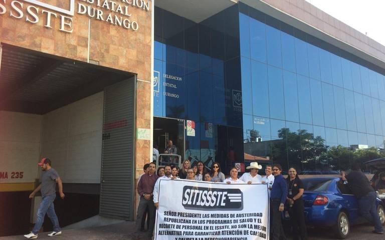 Exigen trabajadores del SITISSSTE cesen los despidos injustificados
